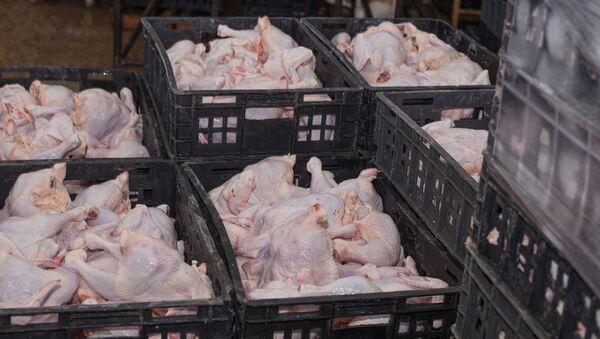 Куриные тушки в ящиках - Sputnik Azərbaycan