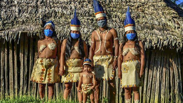 Индейцы уитото позируют в защитных масках, Колумбия - Sputnik Азербайджан
