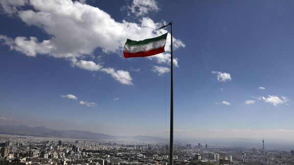 Государственный флаг Ирана в Тегеране, фото из архива - Sputnik Азербайджан