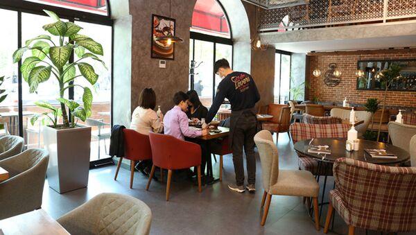 В одном из кафе Баку, фото из архива - Sputnik Азербайджан