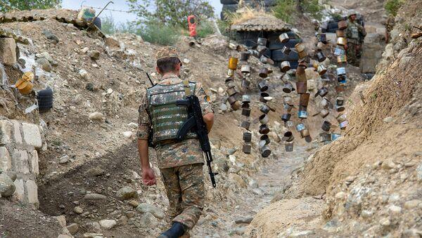 Боевая позиция армянский военнослужащих - Sputnik Азербайджан