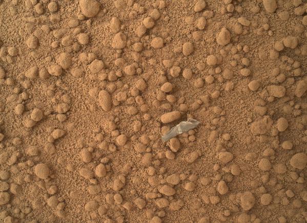 Кусок объекта на поверхности Марса  - Sputnik Азербайджан