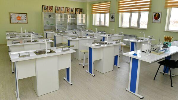 Кабинет химии в школе, фото из архива - Sputnik Azərbaycan
