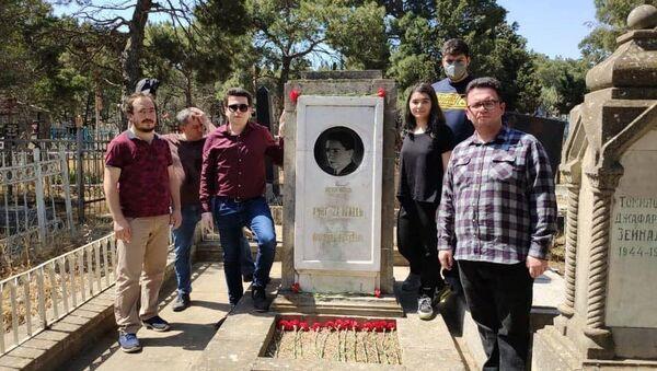 Могила азербайджанского композитора Асафа Зейналлы - Sputnik Азербайджан