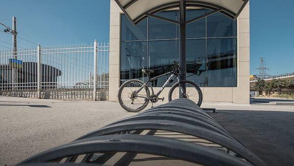 Велосипедная парковка на железнодорожной станции - Sputnik Азербайджан