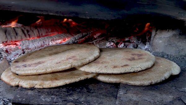 Спасение для страдающих от холестерина: как приготовить кукурузный хлеб - Sputnik Азербайджан