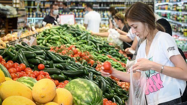 Bakıda supermarketdə meyvə-tərəvəz satışı - Sputnik Azərbaycan