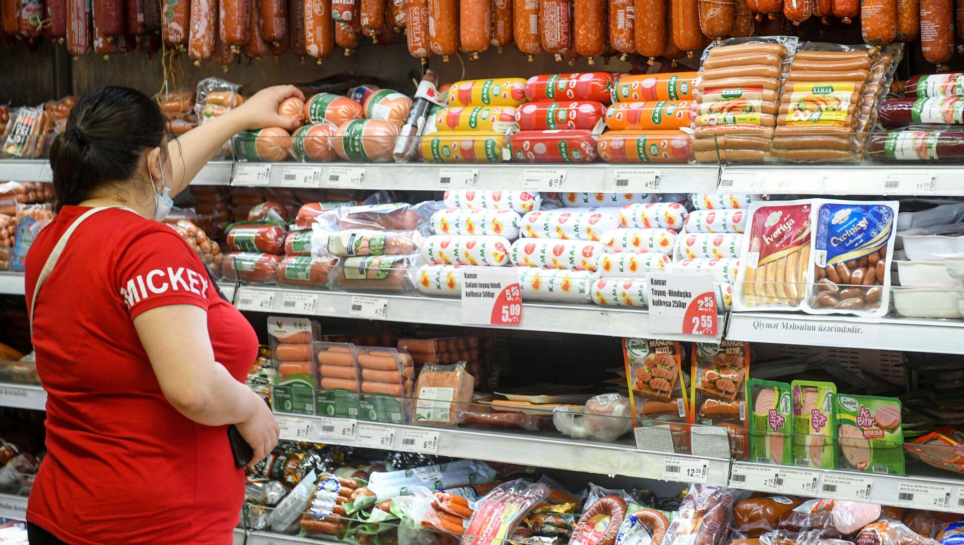 Работа супермаркета в Баку за день до ужесточения карантина - Sputnik Azərbaycan, 1920, 01.09.2021