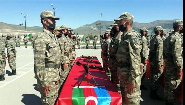 Церемония принятия Военной присяги в учебных частях и подразделениях Азербайджанской Армии - Sputnik Азербайджан