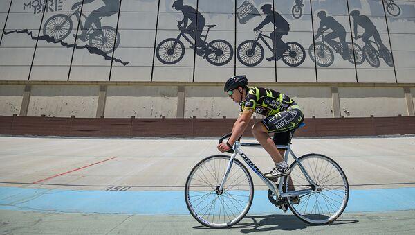 Велосипедист на улице в Баку, фото из архива - Sputnik Азербайджан