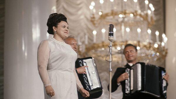 Людмила Зыкина. Фото из архива - Sputnik Азербайджан