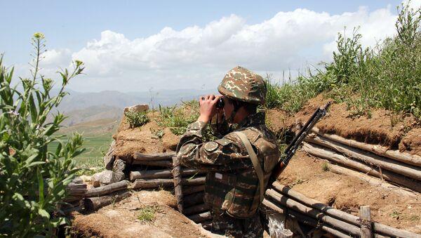 Боевая позиция армянский военнослужащих, фото из архива  - Sputnik Азербайджан