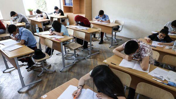Экзамен во время пандемии  - Sputnik Азербайджан