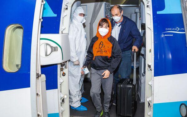 Прибывшие рейсом из США - Sputnik Азербайджан