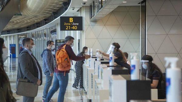 Стойка регистрации пассажиров в аэропорту Гейдар Алиев, фото из архива - Sputnik Азербайджан