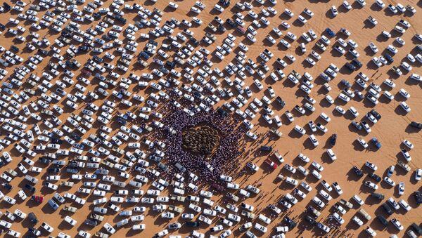 Машины в пустыне, фото из архива - Sputnik Азербайджан