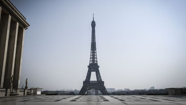 Вид на Эйфелеву башню, фото из архива - Sputnik Азербайджан