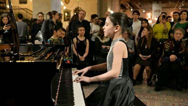 Азербайджанская пианистка Ширин Амирасланова, фото из архива - Sputnik Азербайджан