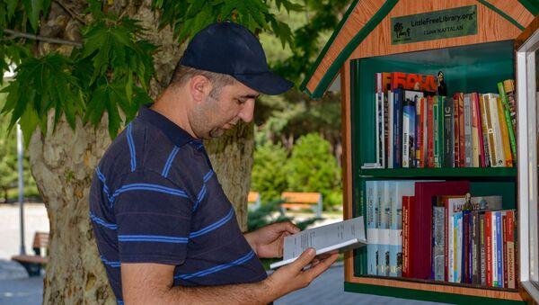 "Naftalanda ""Little Free Library"" (""Kiçik Pulsuz Kitabxana"")  - Sputnik Азербайджан"