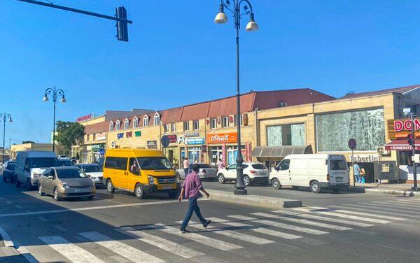 Светофор на пересечении улиц Али Исазаде и Фуада Айнулова - Sputnik Азербайджан