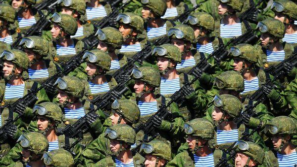 Военнослужащие парадных расчетов на параде Победы на Красной площади - Sputnik Азербайджан