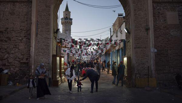 Люди в Триполи, Ливия, фото из архива - Sputnik Azərbaycan
