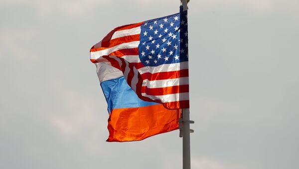 Флаги США и России, фото из архива - Sputnik Azərbaycan