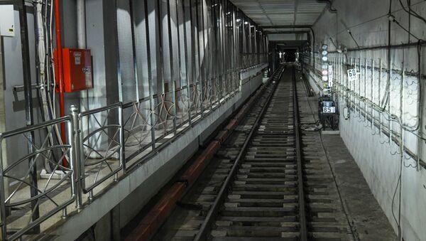 Вид на тоннель из кабины машиниста  - Sputnik Azərbaycan