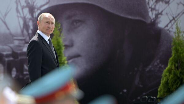 Президент РФ Владимир Путин на церемонии открытия Ржевского мемориала Советскому солдату, фото из архива - Sputnik Азербайджан