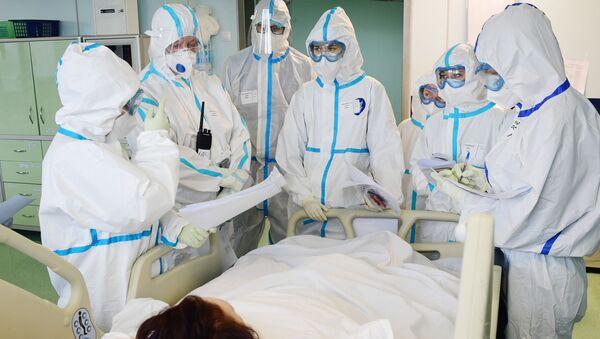 Медицинские работники в госпитале COVID-19 в ГКБ №15 имени О. М. Филатова, фото из архива  - Sputnik Азербайджан