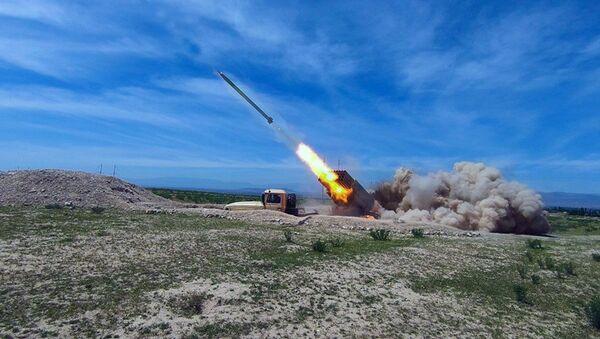 Учения реактивно ракетно-артиллерийских подразделений Отдельной общевойсковой армии - Sputnik Azərbaycan