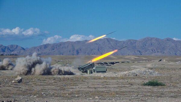 Учения реактивно ракетно-артиллерийских подразделений Отдельной общевойсковой армии - Sputnik Азербайджан
