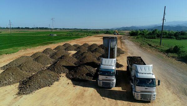 Строительство  участка республиканской автомагистрали - Sputnik Азербайджан