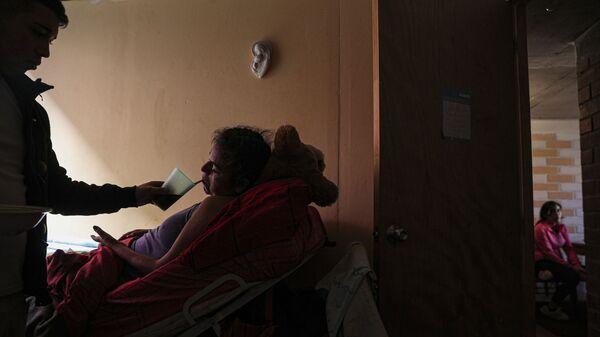 Больной дома, фото из архива - Sputnik Азербайджан