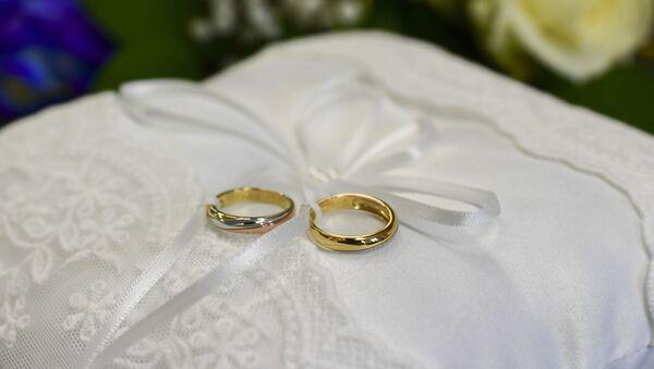 Обручальные кольца, фото из архива - Sputnik Азербайджан