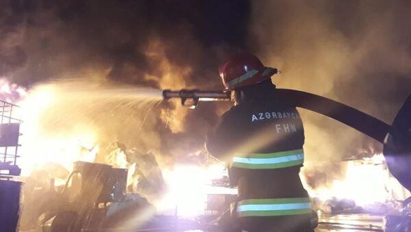 Пожар на лакокрасочном заводе в Баку - Sputnik Азербайджан
