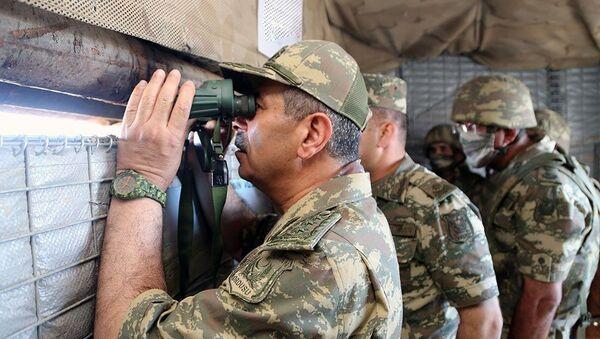 Министр обороны Азербайджана посетил передовые подразделения - Sputnik Азербайджан