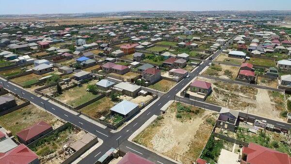 Реконструкция улиц и дорог в поселке Пиршаги  - Sputnik Азербайджан